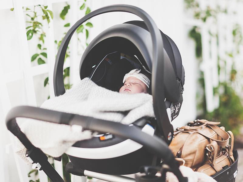 Skal dere bli foreldre for første gang? Vi har samlet våre beste tips for forberedelser til den første kjøreturen med babyen din.